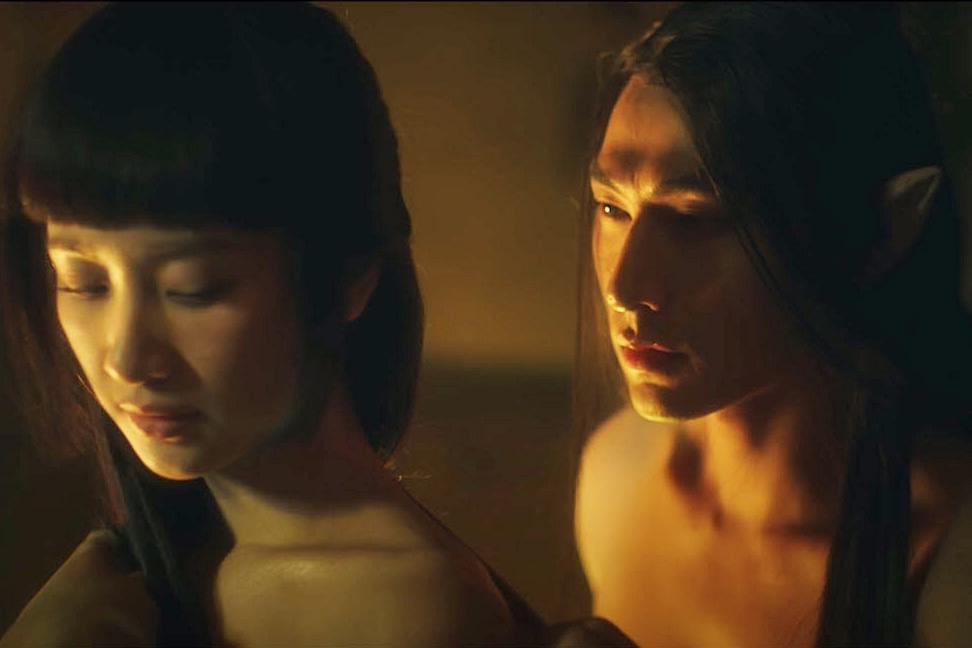 Cặp đôi có những cảnh quay thân mật thể hiện sự phát triển tình cảm của cặp đôi nhân vật chính. Vốn là anh em thân thiết ngoài đời, Isaac và Jun Vũ hoàn thành suôn sẻ các phân đoạn tình cảm này.