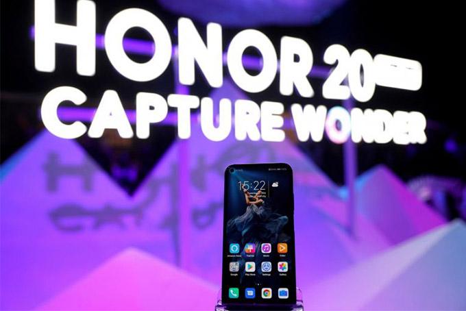Huawei bán thương hiệu con Honor để né lệnh cấm vận của Mỹ. Ảnh: Reuters.