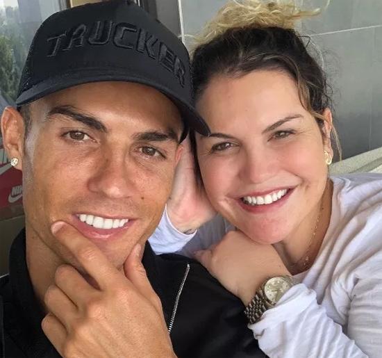 Chị gái Katia của C. Ronaldo nổi tiếng bạo miệng, nhiều lần gây tranh cãi khi lên tiếng bênh vực em trai. Ảnh: PT.