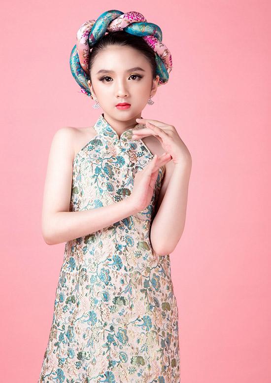 Bé rất thần tượng hoa hậu Hương Giang và mong có cơ hội được gặp gỡ, diễn xuất cùng đàn chị.