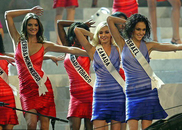 Gal Gadot đọ sắc với các thí sinh quốc tế.