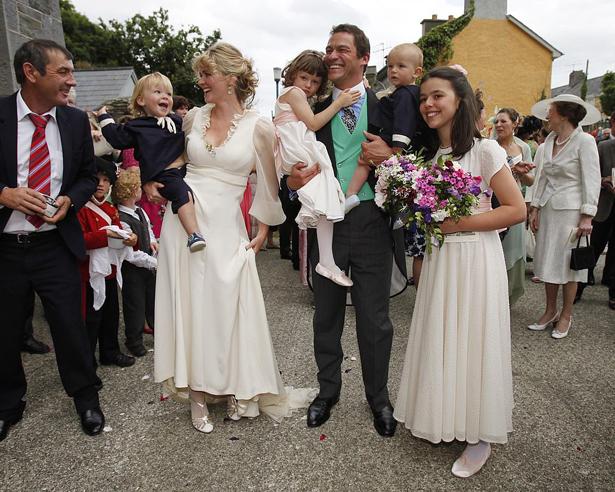 Dominic bên vợ và bốn người con.