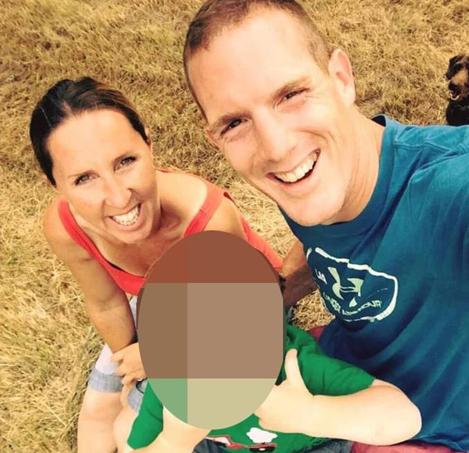 Vợ chồng Brehmer bên con trai. Ảnh: Solent News.