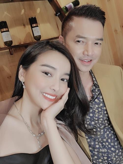 Trong phim, Cao Thái Hà vào vai vợ của nghệ sĩ Quang Minh nên họ có nhiều cảnh diễn chung.