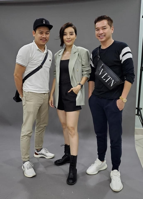 Nghệ sĩ Quang Minh, diễn viên Cao Thái Hà và đạo diễn Trần Bửu Lộc (bìa trái) tại buổi chụp tạo hình nhân vật.