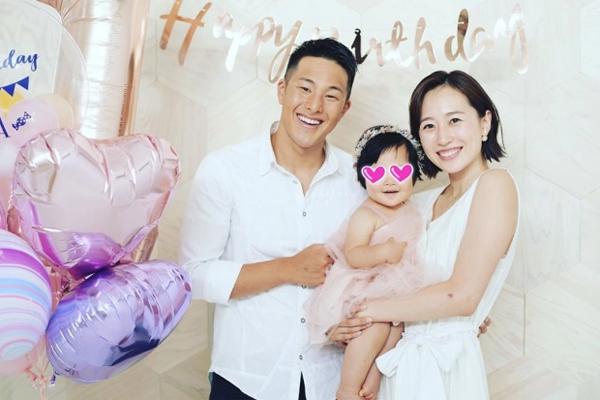 Vợ chồng nhà vô địch bơi lội Nhật Bản và con gái lớn. Ảnh: Instagram.