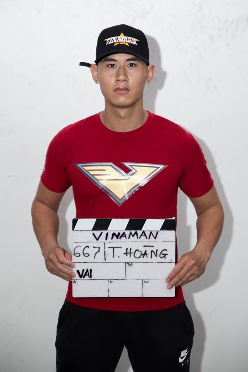 Tiến Hoàng là cascadeur chuyên nghiệp, có khả năng võ thuật điêu luyện. Anh từng tham gia bom tấn Dr. Strange và nhiều phim Hollywood. Khoảng một năm qua, Tiến Hoàng nổi tiếng trên mạng xã hội Việt Nam qua các video võ thuật - hài.