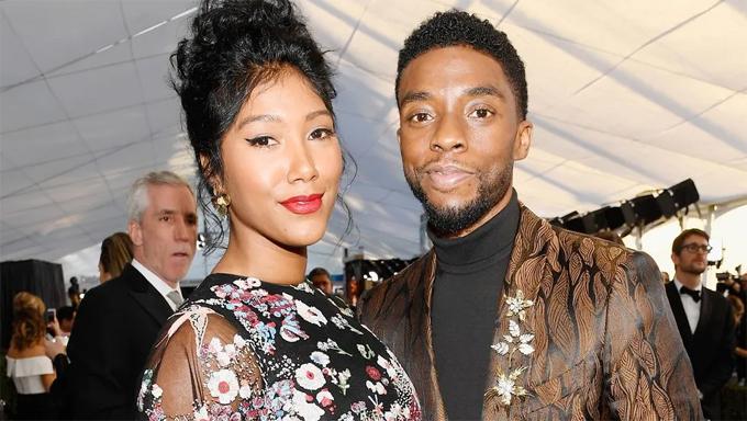 Chadwick Boseman và vợ.