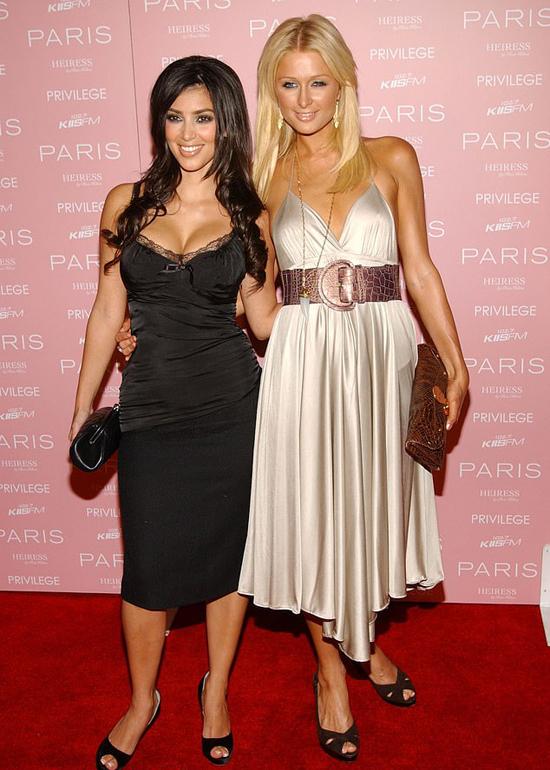 Kim và Paris Hilton năm 2006, thời Kim còn chưa nổi tiếng.