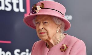 Nữ hoàng không đeo khẩu trang sau 7 tháng cô lập vì Covid-19