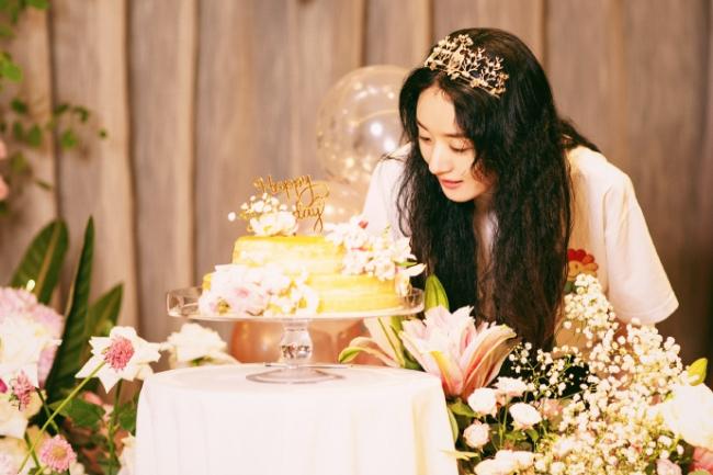 Những khoảnh khắc đẹp trong sinh nhật Triệu Lệ Dĩnh.