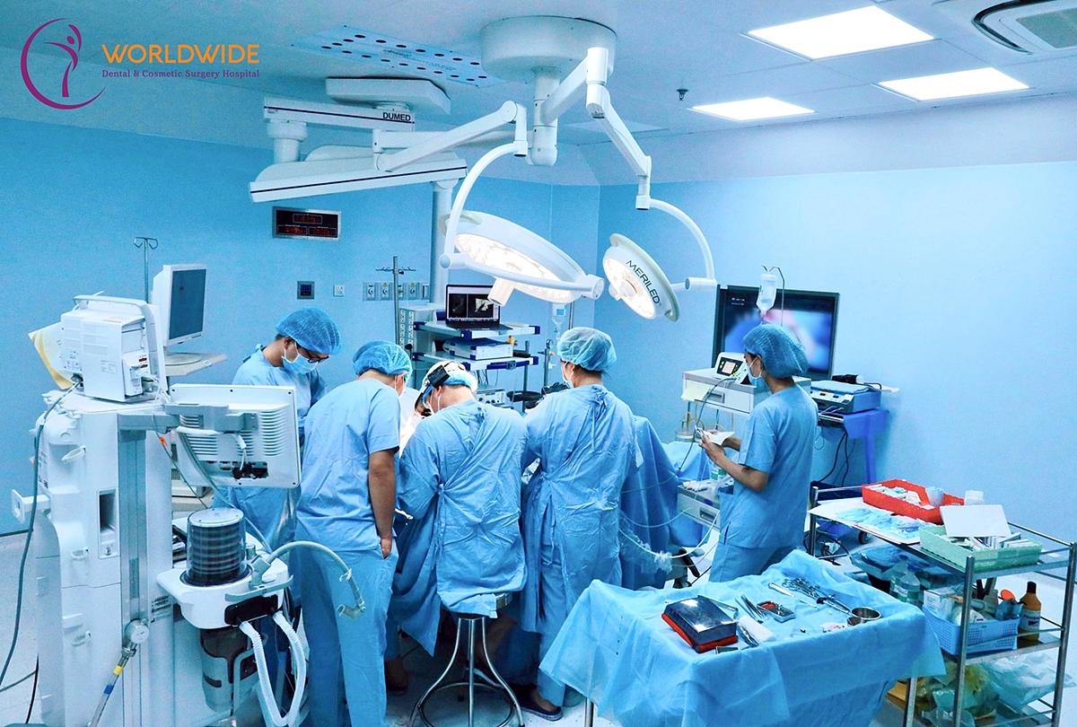 Bác sĩ nâng ngực cần có chuyên môn tay nghề giỏi và nhiều kinh nghiệm.
