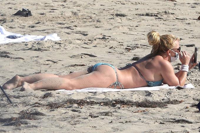 Britney luôn giữ tinh thần tích cực dù cuộc sống riêng gặp nhiều sóng gió. Hiện tại giọng ca Toxic vẫn trong quá trình đấu tranh để thoát khỏi sự giám hộ của bố đẻ sau 12 năm. Đầu tuần này, cô được tòa cho phép mở rộng đội ngũ luật sư để giúp mình trong vụ kiện. Đây được coi là một chiến thắng nhỏ của Britney vì trước nay cô chỉ được thuê duy nhất luật sư Samuel Ingham.