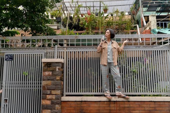 Thu Trang phát huy khả năng diễn hài với vai diễn cô gái nhiều chuyện, nghịch ngợm.