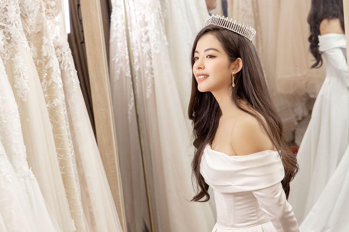 Vương miện Swarovski Castle Crown dành cho các nàng dâu yêu thích phong cách châu Âu sang trọng.