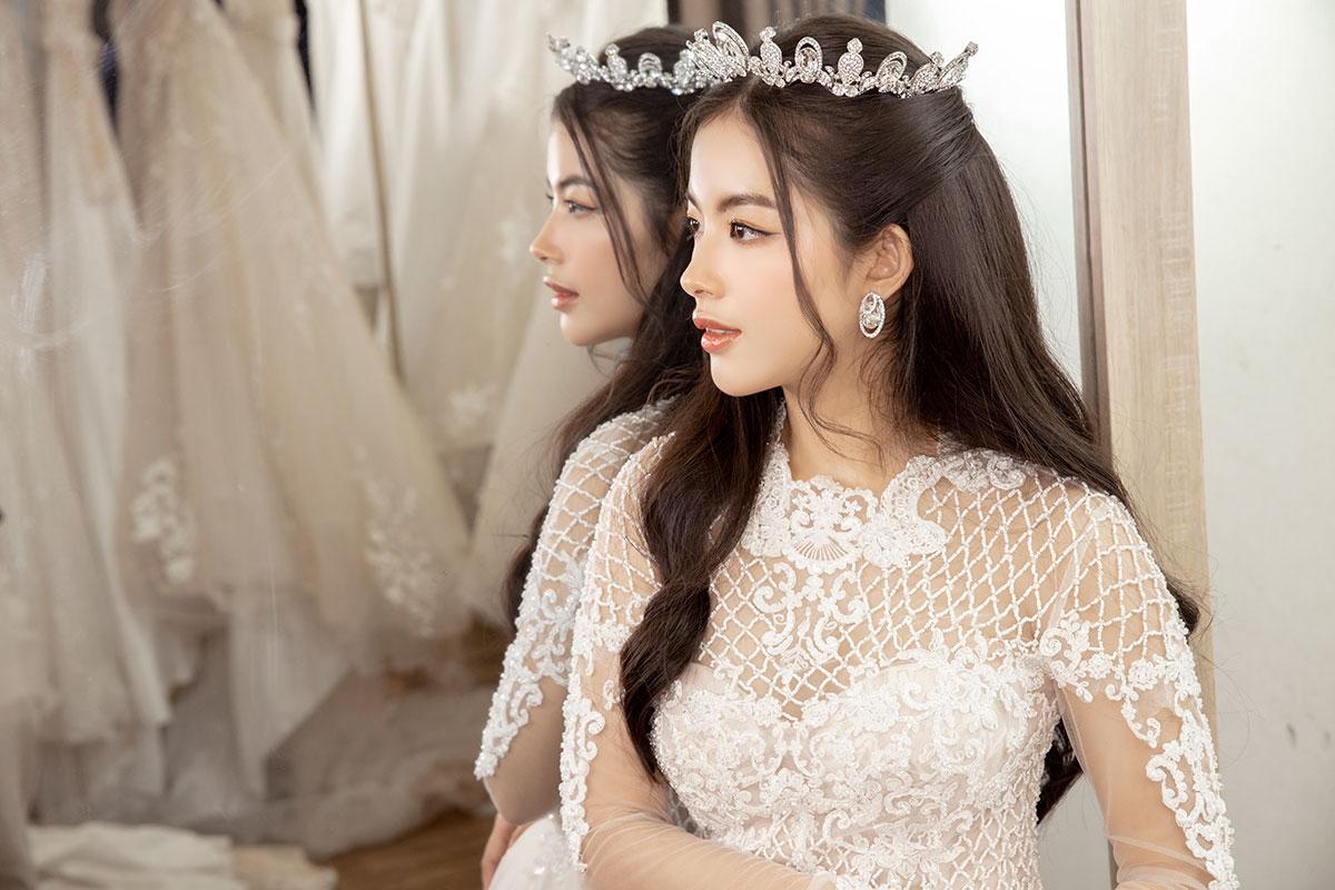 Các cô dâu trông sẽ như nàng công chúa bước ra từ truyện cổ tích với vương miện Swarovski Diamond Crown.