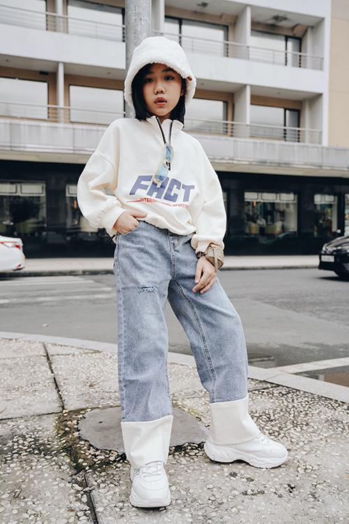 Bằng cách chăm chút cho hình ảnh cho con gái, bố mẹ của Khánh An muốn giúp cô bé biết xây dựng phong cách và hiểu về thời trang ngay từ khi còn nhỏ.