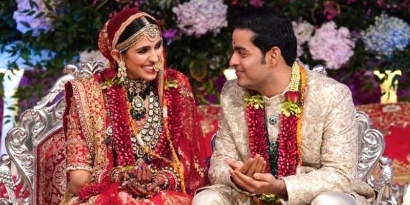 Trong đám cưới con trai vào năm 2019, bà Nita tặng con dâu Shloka Mehta chiếc vòng kim cương nặng 407 carat làm quà cưới. Chiếc vòng cổ có tên L'Incomparable và lập kỷ lục Guinness Thế giới là vòng đắt đỏ nhất hành tinh với giá 55 triệu USD. Ảnh: India Times.