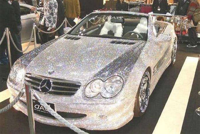 Bà Nita từng mua tặng lại chồng một chiếc Mercedes Maybach 62 có giá khoảng 730.000 USD. Đây là một trong số 168 siêu nhà mà gia đình Ambani đang sở hữu. Ảnh: India Times.