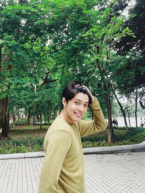 Noo Phước Thịnh tươi rói trong bức ảnh mới đăng tải.