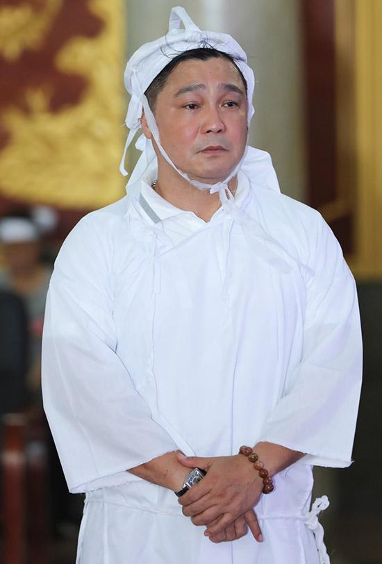 Lý Hùng hụt hẫng khi cha anh - NSND Lý Huỳnh - qua đời ở tuổi 78, sau thời gian chống chọi với nhiều căn bệnh như tiểu đường, suy tim, suy thận...