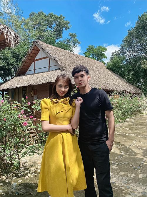 Hồ Quang Hiếu bên DJ Trang Shara.