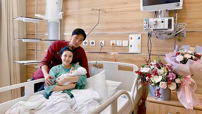 Ca sĩ Pha Lê xuất viện và bắt đầu trải nghiệm cuộc sống mẹ bỉm sữa khi có thêm thành viên mới chào đời.