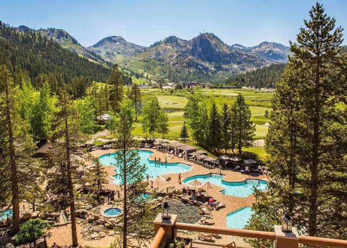 Cả gia đình nghỉ lại tại resort Squaw Creek vào 2 ngày cuối cùng của chuyến đi. Hai mẹ con Thanh Thảo được tận hưởng trọn vẹn cảnh đẹp của Tahoe với bốn bề là núi, rừng lá kim.