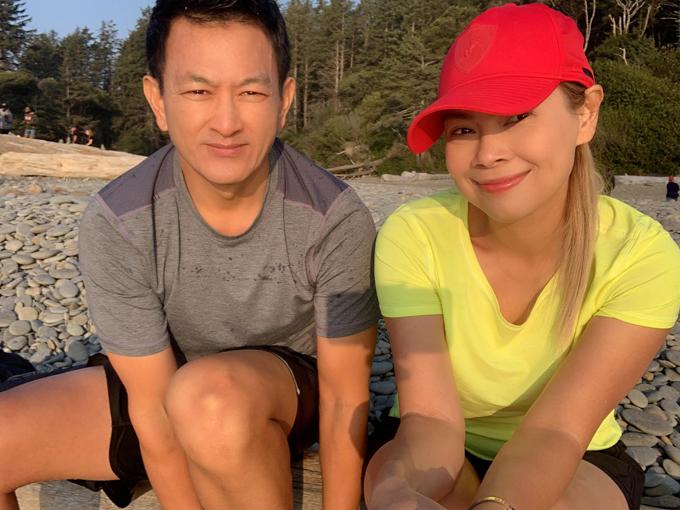 Thanh Thảo và chồng cùng nhau ngắm bình minh lãng mạn ở bãi biển Ruby, vườn quốc gia Olympic, thuộc bang Washington.
