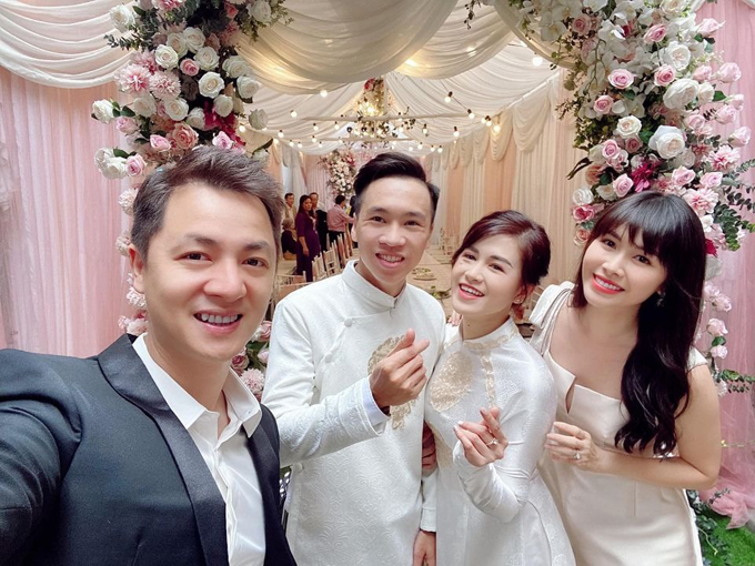 Ngày 25/10, vợ chồng Đăng Khôi - Thủy Anh đã từ TP HCM ra Hà Nội để dự đám hỏi của em gái Thủy Tiên (em ruột Thủy Anh).