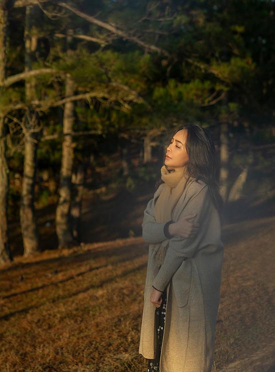 Nữ ca sĩ kín tiếng về chuyện tình cảm nhưng thừa nhận từng yêu rất nhiều và cũng đau rất nhiều.