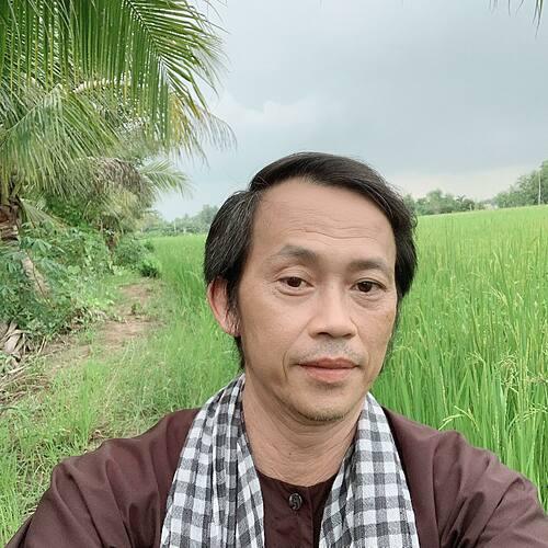 Hoài Linh sẽ về miền Trung cứu trợ sau bão Molave - Ngôi sao