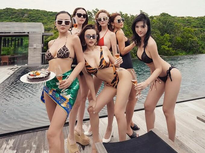 Dàn hotgirl khoe dáng bên hồ bơi trong tiệc sinh nhật Huyền Baby.