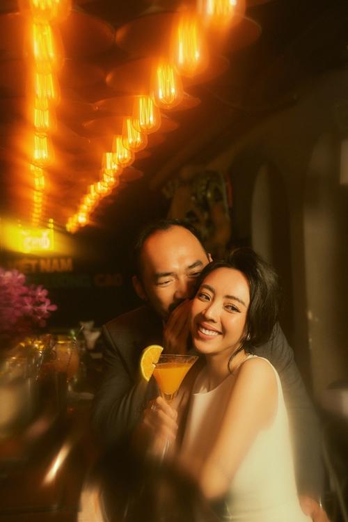 Tiến Luật âu yếm bà xã Thu Trang. Mải mê làm phim và diễn sân khấu, Thu Trang vẫn mong sinh con gái cho Tiến Luật.