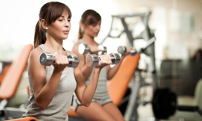 Người thấp nên tích cực tập tạ để tăng cơ, giảm mỡ thừa.