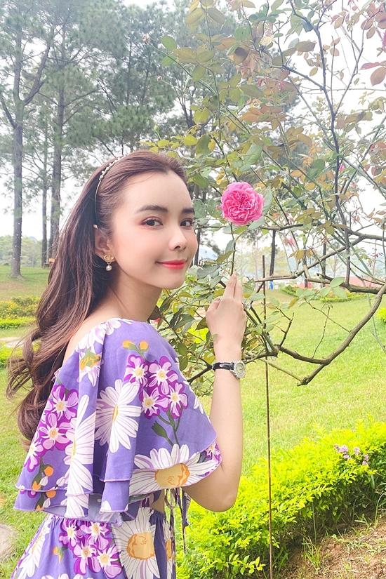 Vốn trưởng thành ở phương Nam đầy nắng ấm, Huỳnh Vy cảm thấy thú vị với tiết trời se lạnh của khí hậu miền Bắc những ngày này.