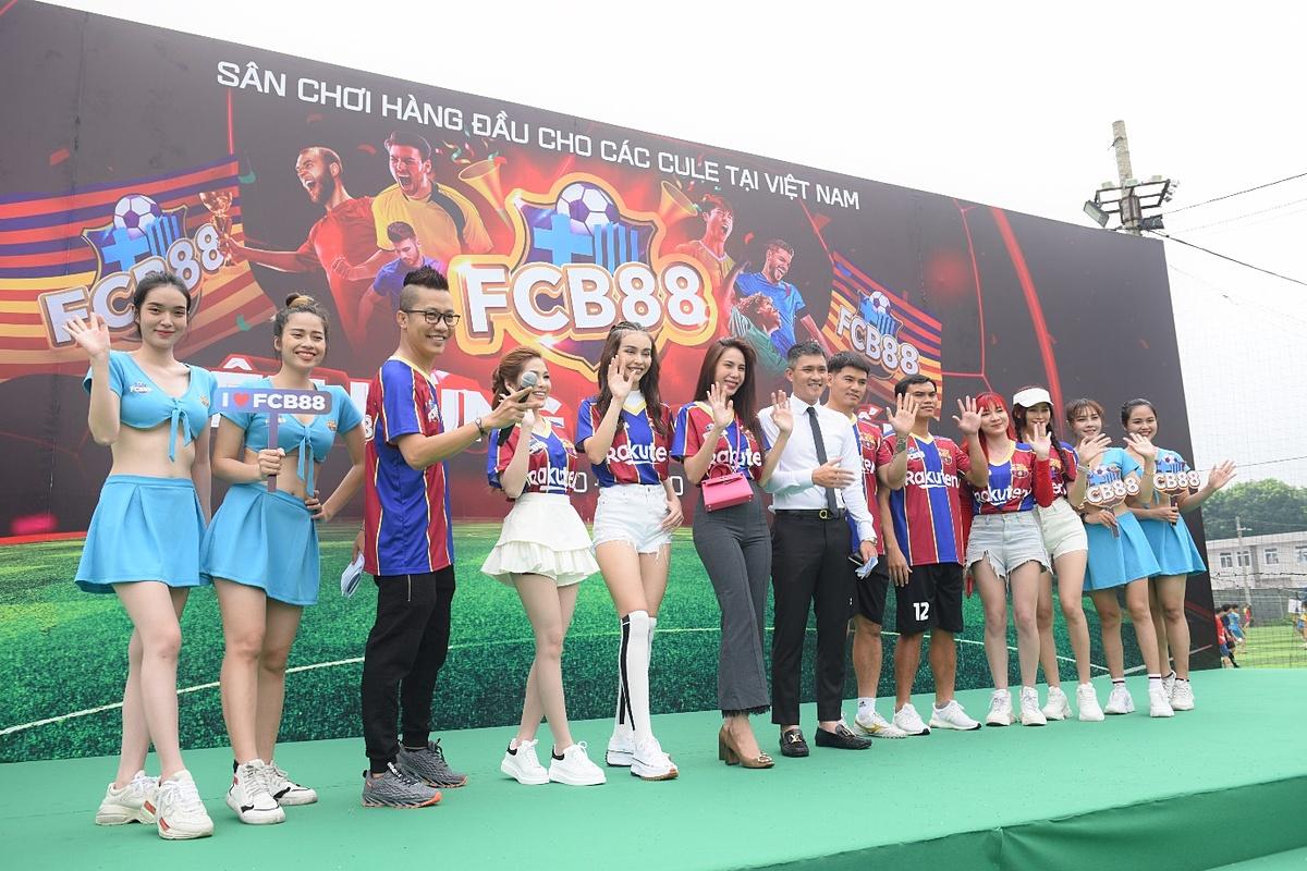 Bên cạnh trận chung kết nảy lửa, khách tham dự ngày hội sau đó còn nán lại với hàng loạt hoạt động hấp dẫn, từ buổi giao lưu trò chuyện với ba thành viên cũ của đội tuyển bóng đá Việt Nam là Công Vinh, Tài Em, Quang Thanh... cho tới những mini-game thú vị với quà tặng hấp dẫn.