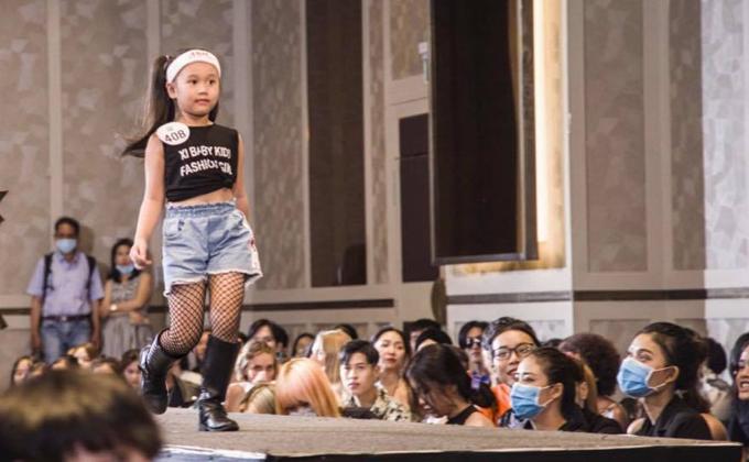 Tuần lễ Thời trang Quốc tế Việt Nam 2020 sắp diễn ra tại TP HCM. Sự kiện quy tụ nhiều tên tuổi nhà thiết kế và các người mẫu đủ lứa tuổi. Vòng casting chuẩn bị cho chương trình được tổ chức nghiêm túc với sự tham gia của hàng trăm mẫu nhí.