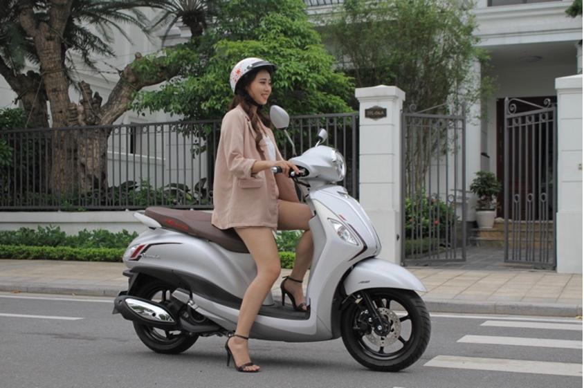 Ngoài những ưu điểm về thiết kế, Thủy còn ấn tượng với động cơ Blue Core của Yamaha. Động cơ hiện đại giúp xe vận hành thật êm ái, mượt mà và tiết kiệm nhiên liệu.