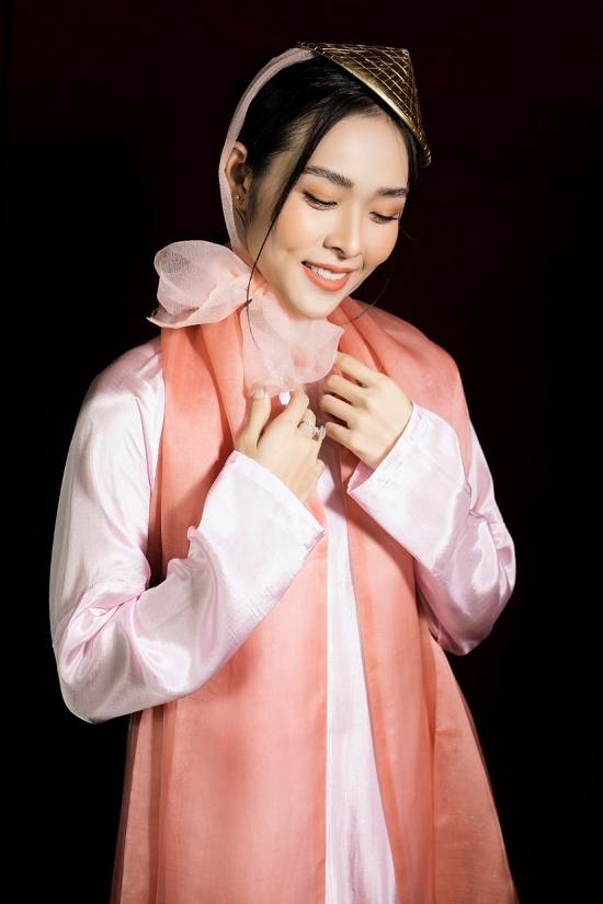 Thỉnh thoảng mới diễn thời trang nên Diệp Bảo Ngọc không giấu được sự hào hứng. Cô cũng bày tỏ niềm vui khi các hoạt động nghệ thuật, trong đó là tuần lễ thời trang trẻ em Việt Nam, tái khởi động sau thời gian dài bị hoãn vì Covid-19.