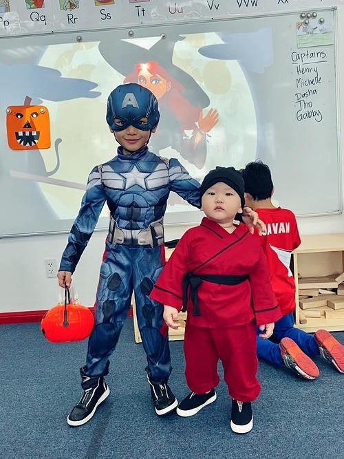 Hai con trai nhà Trà My Idol khi hóa trang dịp Halloween.