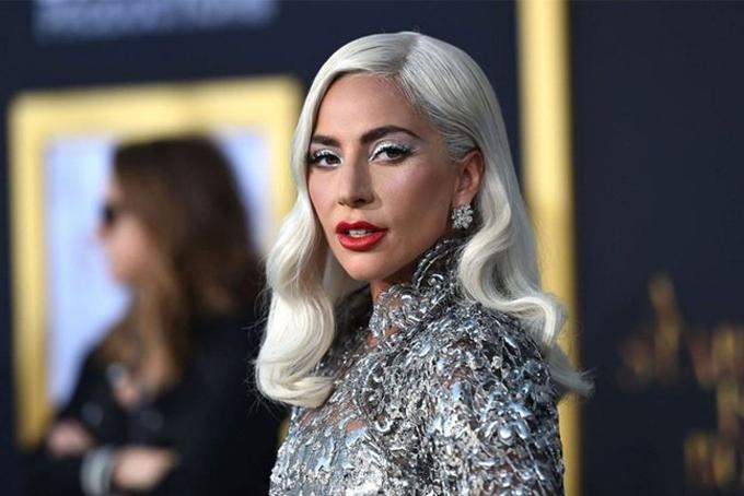 7. Lady Gaga, 34 tuổi. Tài sản: 150 triệu USDKhối tài sản 150 triệu USD của nữ ca sĩ Lady Gaga chủ yếu đến từ lĩnh vực âm nhạc và kinh doanh mỹ phẩm. Hồi tháng 9 năm ngoái, sau thành công của bộ phim A Star is Born, cô tung ra dòng mỹ phẩm Haus Laboratories và được nhiều người tiêu dùng ủng hộ. Ngôi sao nhạc pop cũng dự kiến chuẩn bị thực hiện chuyến lưu diễn toàn thế giới trong năm nay để quảng bá cho album phòng thu thứ sáu, Chromatica nhưng kế hoạch này bị hủy do Covid-19 bùng phát. Ảnh: Billboard.