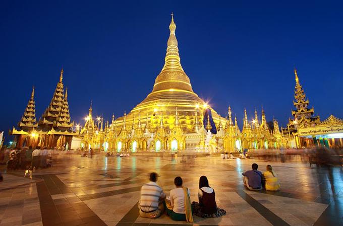 Chùa lại nằm trên đồi Singuttara, từ đây có thể quan sát được cả thành phố Yangon, được coi là ngôi chùa linh thiêng nhất Myanmar.