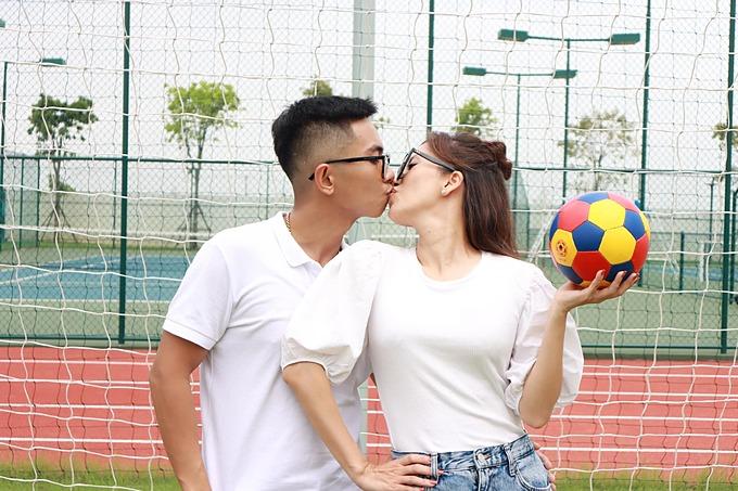 Vợ chồng Khánh Thi - Phan Hiển tình tứ mọi lúc mọi nơi.