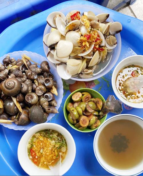Yến Trang Yến Nhi ăn hơn 10 món Hà Nội, mê nhất bún chả và nộm - 16