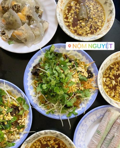 Yến Trang Yến Nhi ăn hơn 10 món Hà Nội, mê nhất bún chả và nộm - 2