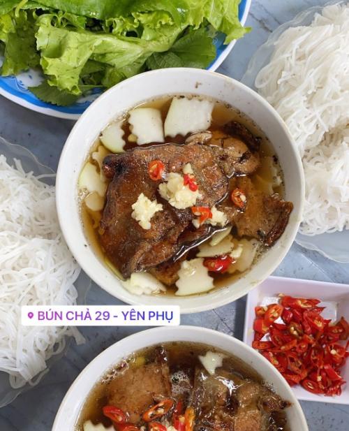Yến Trang Yến Nhi ăn hơn 10 món Hà Nội, mê nhất bún chả và nộm - 4