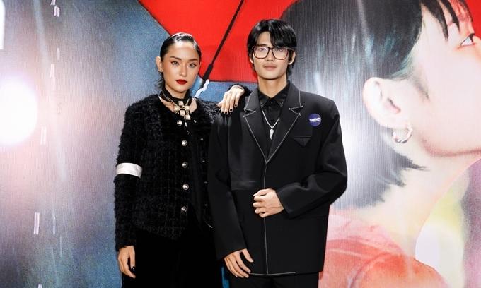 Diễn viên Hồ Thu Anh (học trò Thanh Hằng tại The Face 2018) và ca sĩ Avin Lu (học trò Tóc Tiên tại The Voice 2018) lần đầu chạm ngõ điện ảnh với vai chính trong Sài Gòn trong cơn mưa.