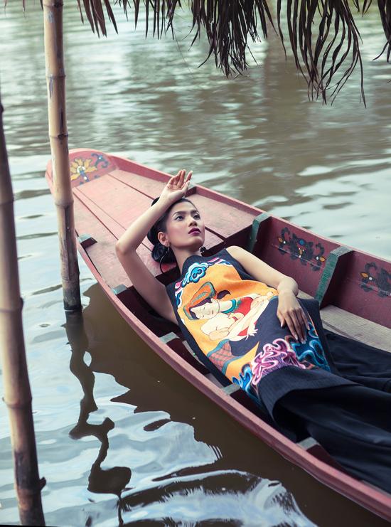 Á hậu Trương Thị May làm mẫu thể hiện các thiết kế trong sưu tập Viên mãn của Thúy Nguyễn ra mắt năm 2016.