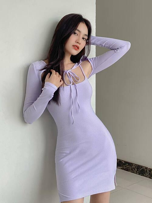 Ninh Dương Lan Ngọc diện váy ôm sát body tôn đường cong cơ thể.